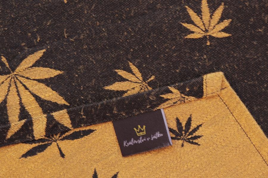 """Nosící šátek """"Listy"""" na černé osnově se zlatým konopím"""