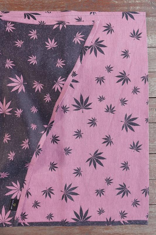 """Nosící šátek """"Listy"""" na černé osnově s růžovým konopím"""