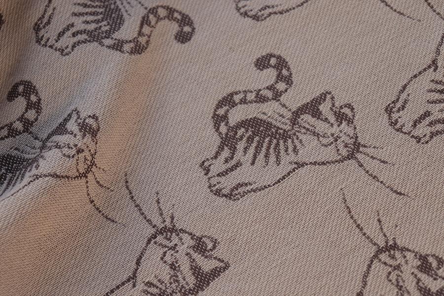"""Nosící šátek bavlněný """"Kočky"""" na béžové osnově s hnědým a béžovým útkem"""