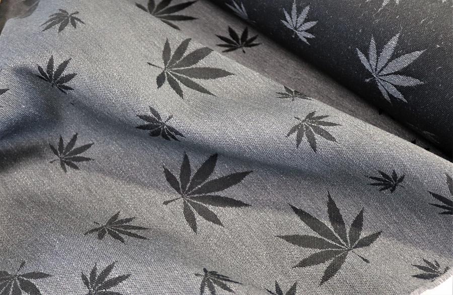"""látka konopí-bavlna """"Listy"""" šedé konopí na černé osnova"""