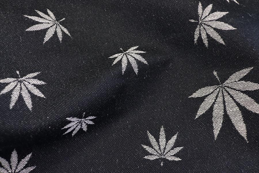 """látka konopí-bavlna """"Listy"""" přírodní konopí s bavlněnou černou osnovou"""