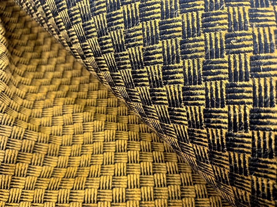 """látka konopí-bavlna """"Ratan"""" žluté konopí na černé bavlněné osnově"""