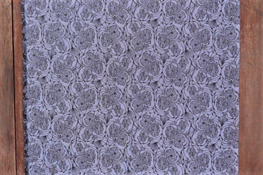 """Nosící šátek bavlněný """"Květy"""" na černé osnově s modrým lnem"""