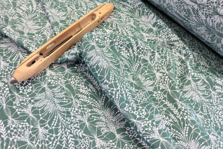 """LÁTKY Nosící šátek > látka bavlněná """"Obilí"""" zelená bavlna na bílé osnově"""