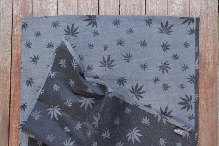 """ŠÁTKY Nosící šátek > Nosící šátek """"Listy"""" na černé osnově s tmavě šedým konopím"""