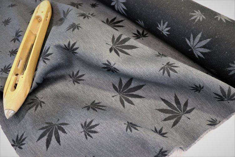 """LÁTKY Nosící šátek > látka konopí-bavlna """"Listy"""" šedé konopí na černé osnova"""